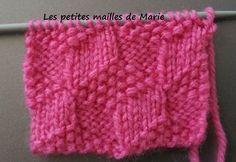 Voici un point pour les tricopines débutantes : le point carrés en 3 D Il est très facile à faire car ce ne sont que des mailles endroit et ... Plaid Crochet, Crochet Baby, Knit Crochet, Knitting Stitches, Knitting Patterns, Models Men, Couture Sewing, Knitting Projects, Knitted Hats