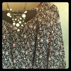 🌸Floral midi dress with long sleeves🌸 Beautiful floral dress! Long sleeves, polyester. Size small, perfect condition! Dresses Midi