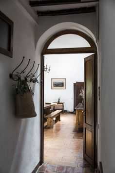 Ebbio's corridors homey, cosy, countryside, semplicity, contemporary art gallery,   hospitality, agriturismo, retrat, holyday, vacation, italian villa tuscany, monteriggioni, siena, teambuilding, retreat, seminary, teachertraining, yoga, family, holyday  credits: @sibilladevuono homedecor, recicled, antique, treasure finder, stylist  @romainricard picture @camilletricoire flowers and composition