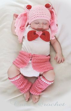Little Chibi Moon! Your hero in Pink! This hand-made crochet baby set was created by me. The Baby in the photo is now old. So the diaper cover Sailor Moon Crochet, Sailor Moon Crafts, Crochet Baby Boots, Crochet Bebe, My Little Baby, Baby Love, Baby Set, Baby Pageant, Baby Cosplay