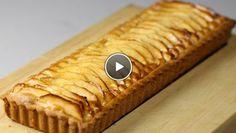 et zelfrijzend bakmeel erdoor. Duw het deeg plat, verpak het in plasticfolie en laat het deeg opstijven in de koelkast. Vet een taartvorm in met boter....