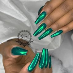 If you want everyone to envy your nails, you're going to LOVE the green nail polish designs we've found. Prepare to fall in love with these green nails inspo! Acrylic Nails Natural, Cute Acrylic Nails, Acrylic Nails Green, Green Nail Polish, Green Nails, Blue Chrome Nails, Green Nail Art, Stiletto Nail Art, Nude Nails