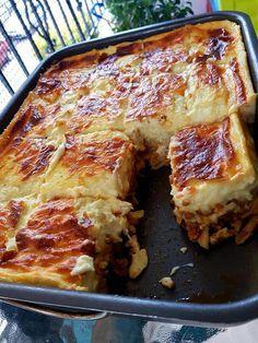 Υλικά Συνταγής 1 πακέτο (500 γραμ.) χοντρά μακαρόνια για παστίτσιο 1/2 φλ. κεφαλοτύρι {Για τη σάλτσα κιμά} 800 γραμ. κιμά μοσχαρίσιο (μία φορά περασμένο στη μηχανή αλέσεως) 1/3 φλ. ελαιόλαδο 2 μέτρια ξερά κρεμμύδια ψιλοκομμένα 1 καρότο τριμμένο 2 σκελίδες σκόρδο ψιλοκομμένο 400 γραμ. ντοματάκια κονκασέ ή φρέσκια ψιλοκομμένη ντομάτα 1/3 φλ. κονιάκ 1 κ.γλ. [...]