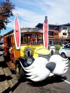 Alguns carros também estão decorados para a Páscoa. Foto: Lúcia Bischoff. #chocofest #gramadors #pascoa #coelhodapascoa