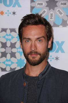 Tom Mison inspiration for Merril Shilo Tom Mison, Ben Barnes, Irish Boys, People Of Interest, Matthew Gray Gubler, Sleepy Hollow, Hugh Jackman, Party Photos, Gorgeous Men