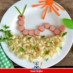 food art / kids food art / food decoration / pasta and sausages Cute Snacks, Fun Snacks For Kids, Dinners For Kids, Cute Food, Kids Meals, Good Food, Yummy Food, Baby Food Recipes, Snack Recipes