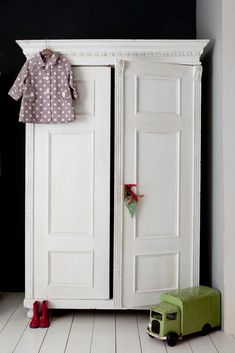 Children's room - Vintage wardrobe - Ruby and Bettys Attic