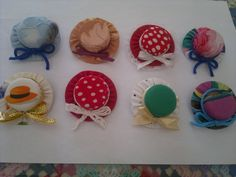 Broches de sombreros con tapones by eldesastredemaria.deviantart.com on @deviantART
