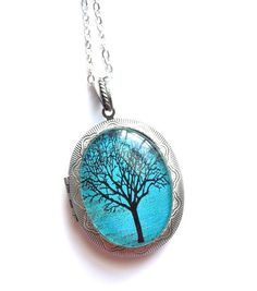 Ocean Blue Tree Locket Pendant in Antiqued Silver Setting Large Locket sur Etsy, $23.81 CAD