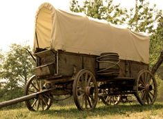 Many settlers who were eager to find a new home traveled the Oregon Trail in covered wagons. Pioneer Trek, Pioneer Life, Pioneer School, Mormon Pioneers, Mormon History, Winter Quarters, Wooden Wagon, Wooden Cart, Horse Drawn Wagon