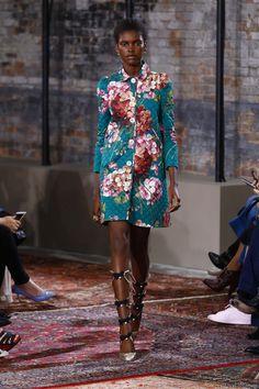 Défilé Gucci croisière 2016, manteau fleuri