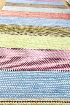 räsymatto,matto,värikäs,raidallinen