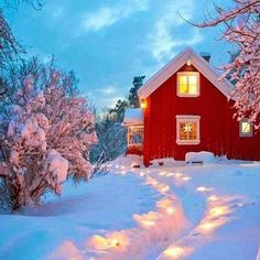 Red cottage house on christmas ♡♡♡ Winter Szenen, I Love Winter, Winter Christmas, Winter Light, Merry Christmas, Holiday, Chalet Design, Hygge, Christmas Tree Decorations