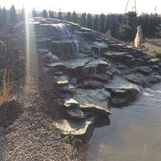 Kaskada wodna nad stawem #projektowanie ogrodów, #hurtownia kamienia, #projektowanie ogrodów Toruń, #projektowanie ogrodów Bydgoszcz, #ogrody Toruń, #ogrody Bydgoszcz, #kaskada, #kaskada w ogrodzie, #staw
