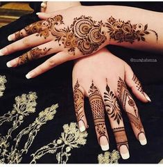 Henna designs for women are the exceptionally extraordinary tradition in Asians countries festivals and events. Beautiful and adorable Henna patterns and styles play the vital role in all our celebrations and occasions. Finger Henna Designs, Henna Art Designs, Mehndi Designs For Beginners, Mehndi Designs For Fingers, Mehandi Designs, Floral Henna Designs, Hena Designs, Fingers Design, Latest Arabic Mehndi Designs