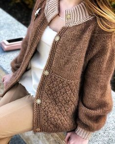 Women's Cardigan has never been so Fashionable! Since the beginning of the year many girls were looking for our Magical guide and it is finally got released. Now It Is Time To Take Action! Casual Fall Outfits, Stylish Outfits, Cool Outfits, Knit Fashion, Knitting Designs, Sweater Outfits, Cardigans For Women, Pulls, Mantel