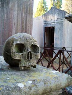 Cemitério dos Prazeres (Cemetery of Pleasures) - Lisboa / Lisbon, Portugal . photo by Bonnie Rose Bryan #mausoleum #tomb #skull