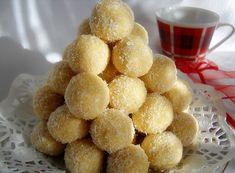 INGREDIENTE : 200 gr nuca cocos, 200 gr zahar pudra, 250 gr margarina Rama , 2-3 pliculete zahar vanilat, 2 galbenusuri ou, 200 gr lapte praf, 100 gr biscuiti macinati, nuca cocos pentru ornat, alune, visine (optional ), PREPARARE : Intr-un vas punem 200 gr nuca cocos, 200 gr zahar pudra, zaharul vanilat, 200 gr …
