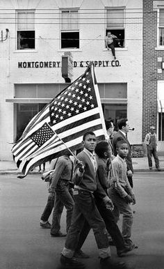 Selma to Montgomery civil rights marchers, with boys holding large and small American flags.  (Credit: Stephen Somerstein)