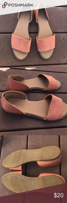 Old navy sandals size 7 Old navy sandals size 7. Great condition worn only once. Salmon colored Old Navy Shoes Sandals