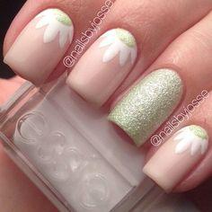 Spring Nailart Designs w/ Essie Nailpolish! Fancy Nails, Diy Nails, Cute Nails, Pretty Nails, Pink Nail Art, Flower Nail Art, Daisy Nail Art, Pastel Nails, Fabulous Nails