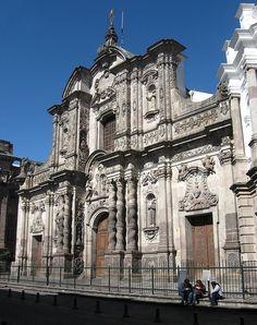 este es la iglesia de la compañía en quito, ecuador