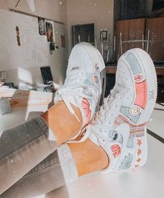 White traditional sneakers, colourful design to personalize your nike footwear, create an authentic pair of footwear Sneakers Fashion, Fashion Shoes, Shoes Sneakers, Sneakers Adidas, White Sneakers, Girls Sneakers, Fashion Dresses, Nike Air Shoes, Nike Footwear