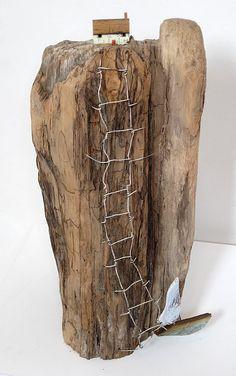 Ramasse du bois flotté et imagine ! / By Love Stitching Red. Driftwood Sculpture, Driftwood Art, Sculpture Art, Sculptures, Deco Nature, Driftwood Projects, Beach Crafts, Miniature Houses, Wire Art