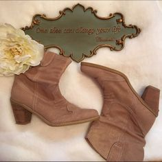 """• Report Boots • NWOT - These beauties have yet to be worn! Report beige boots with gold throughout. Faux suede. Heel is 3"""" and the boot is 8"""" in height. A great pair of  seasonal transitional boots or throw them on for the perfect boho look! A true size 10. Report Shoes Ankle Boots & Booties"""