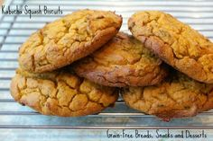 The Kabocha squash (also called buttercup squash) is a very dense, starchy squash.These kabocha squash biscuits hold together well and have a great taste! Primal Recipes, Gluten Free Recipes, Low Carb Recipes, Real Food Recipes, Yummy Food, Delicious Recipes, Gluten Free Grains, Gluten Free Baking, Paleo Dessert