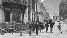 Transeuntes en las calles de Bogotá, huyendo de los disturbios del 9 de abril de 1948.