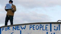 Flucht nach Großbritannien: Schwimmende Flüchtlinge blockieren Calais