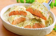 Salmon baked with herb sauce. Ranch Chicken Recipes, Quick Chicken Recipes, Meat Recipes, Cooking Recipes, Basa Fish Recipes, Good Food, Yummy Food, Shellfish Recipes, Cooking Salmon