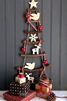 Are you interested in our wooden rope ladder christmas tree? With our alternative hanging christmas tree you need look no further. Ladder Christmas Tree, Unusual Christmas Trees, Country Christmas Trees, Traditional Christmas Tree, Alternative Christmas Tree, Nordic Christmas, Christmas Wood, Christmas Tree Decorations, All Things Christmas