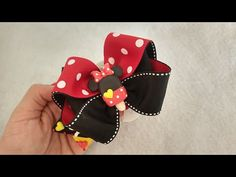 PAP Laço Pérola na fita número 9 - YouTube Baby Hair Accessories, Baby Hair Clips, Diy Hair Bows, Girls Bows, Baby Bows, Candyland, Diy Hairstyles, Hair Pieces, Fabric Flowers