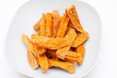 Crispy sweet potato fries (corn starch as secret ingredient) Potato Recipes, Vegan Recipes, Snack Recipes, Fried Corn, Sweet Potato, Dairy Free, Fries, Yummy Food, Dinner