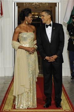 """AP CALLS MICHELLE OBAMA'S CHAMPAGNE-COLORED DRESS """"FLESH-COLORED"""""""