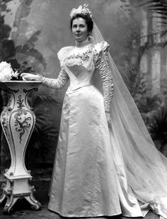Eva F. Warner ~ 1897 married I. DeVer Warner of the Warner Corset Company (& wore 1 of the company's top-of-the-line corsets as part of her ensemble). Via Fairfield (CT) Museum & History Center