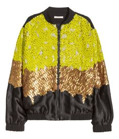 Short, boxy bomber jacket embroidered with beads, sequins and glittery thread at the front and on the sleeves. Front and sleeves in a satin weave, back, collar and ribbing in a matt weave. Zip at the front, side pockets and elastication at the cuffs and hem. Lined.