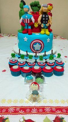 Bolo-Decorado-Vingadores,docinhos-modelados-vingadores,mini-cupcakes-vingadores
