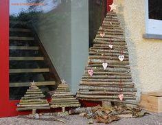 DIY Christmas tree made of tree branches deco Christmas stars - Deko Diy Christmas Tree, Christmas Decorations, Xmas, Christmas Stars, Georgian Alphabet, Pallet Tree, Star Diy, Tree Branches, Origami