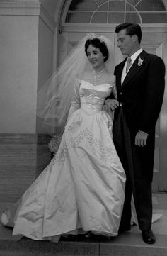 """1950 Wedding to Hotel Heir Conrad """"Nicky"""" Hilton: Elizabeth Taylor in her timeless silk duchesse wedding gown with a fitted corset and full ball gown skirt by Helen Rose. Helen Rose, Edward Wilding, Bridal Gowns, Wedding Gowns, Wedding Ceremony, Hollywood Costume, Elisabeth, Wedding Dresses Photos, Gown Photos"""