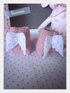 """"""" Les petites ailes"""", jolis petits petons / chaussons bébé avec ses petites ailes d'anges Baby Knitting, Dinosaur Stuffed Animal, Kids Fashion, Couture, Etsy, Animals, Inspiration, New Ideas, Caps Hats"""
