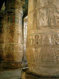 The Temple of Medinet Habu, Luxor, Egypt. Egypt Tourism, Egypt Travel, Pottery Sculpture, Luxor Egypt, Ancient Egypt, Ancient History, Egyptian Art, Beautiful Buildings, North Africa