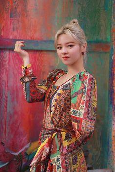 Twice pics (@TwicePIC) / Twitter Nayeon, Kpop Girl Groups, Korean Girl Groups, Kpop Girls, Twice Jungyeon, Twice Kpop, Suwon, Paisley, Rapper