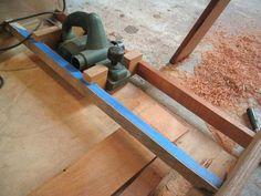 Scarf joint using electric planer & jig Woodworking Planer, Wood Planer, Woodworking Workshop, Woodworking Tools, Woodworking Projects That Sell, Diy Wood Projects, Wood Tools, Diy Tools, Electric Planer