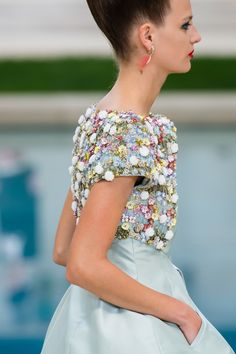 Chanel Spring 2019 Couture Fashion Show - Vogue Hand Embroidery Dress, Embroidery Fashion, Vogue Paris, Nice Dresses, Girls Dresses, Amazing Dresses, Dresses Dresses, Couture Details, Haute Couture Fashion