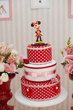 Minnie Mouse themed birthday party via Kara's Party Ideas KarasPartyIdeas.com | Favors, games, cakes, printables, and more! #minniemouse #minniemouseparty #girlyparty #partyideas #parytdecor (15)