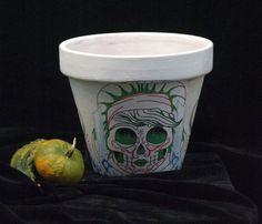 macetas decoradas a mano. Mexican Halloween, Planter Pots, Skull, Canning, Decorated Flower Pots, Home Canning, Skulls, Sugar Skull, Conservation