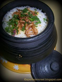 Handi Dum Biryani (vegetarian) Vegetables & Rice cooked in claypot with indian spices